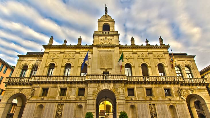 images/tours/cities/padova-city-hall.jpg