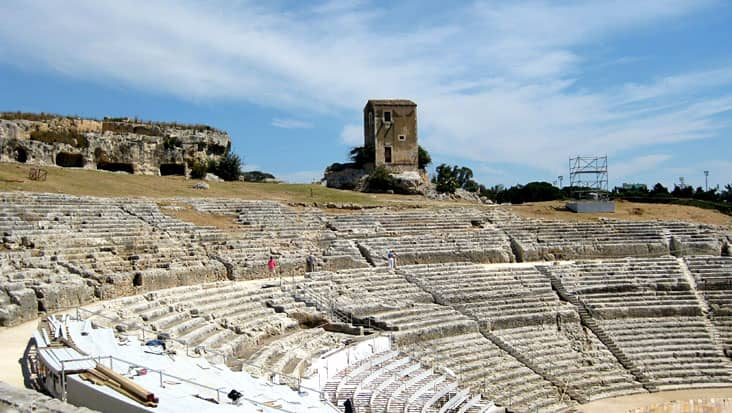 images/tours/cities/siracusa-greek-theatre-1.jpg